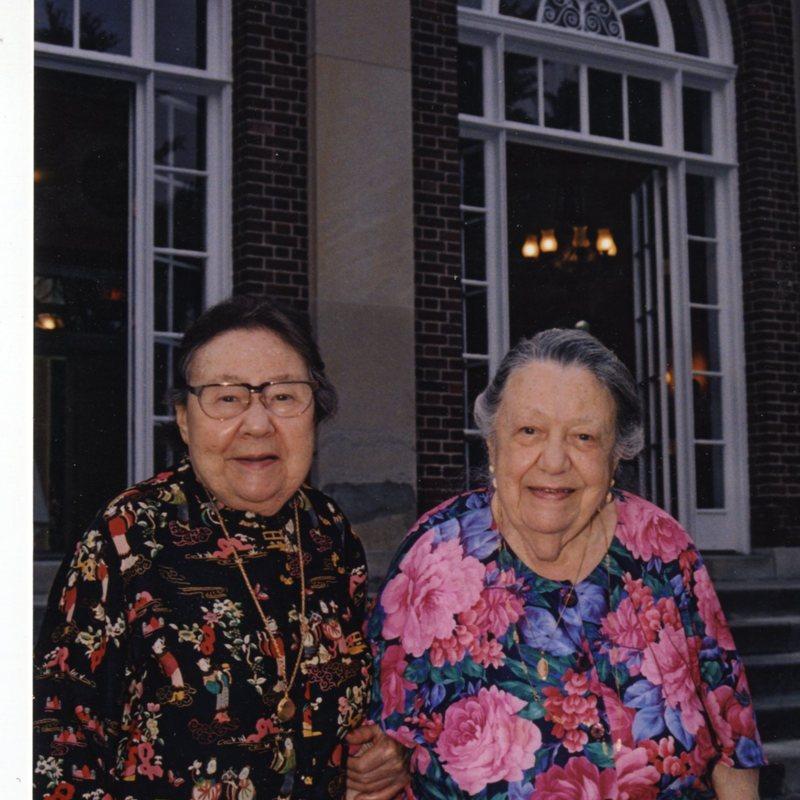 Sophie and Eda G050.jpg